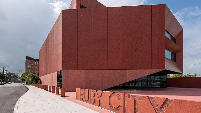New light for Texas: ERCO wallwashing a winner in the Ruby City galleries